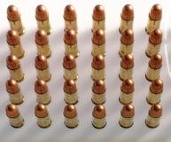 Gewehrkugeln in einer Reihe Stockbilder