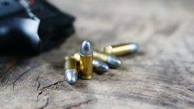 Gewehrkugeln und Gewehr Stockbild