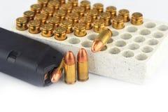 Gewehrkugeln und Zeitschrift Stockbilder