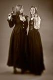 Gewehrretrostil mit zwei Frauen Lizenzfreies Stockbild