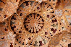 Gewelfd plafond in Ali Qapu Palace, Isphahan, Iran stock afbeeldingen