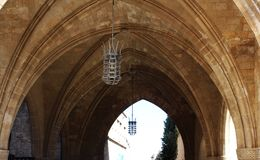 Gewelfd plafond van een oud kasteel Stock Afbeeldingen