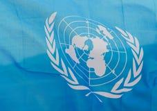 Gewellte Flagge der Vereinten Nationen Stockbilder