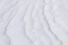 Gewellte Schneeoberfläche Lizenzfreies Stockfoto