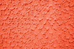 Gewellte Wandbeschaffenheit zu Hause Farbkoralle stockfotos