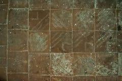 geweven bruine vloertegels met patronen stock afbeelding