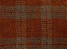 Geweven close-up als achtergrond Gebreide stof bruin in een kooi Royalty-vrije Stock Afbeelding