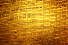Geweven donker gouden bamboe stock fotografie