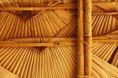geweven met stro bedekt dakwerk stock foto's