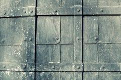 Geweven metaal uitstekende achtergrond met grungeoppervlakte Stock Foto