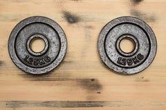 Gewicht op de houten achtergrond Stock Afbeelding