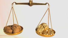 Gewicht tussen kruid en goud stock footage