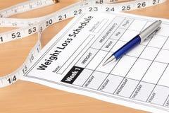 Gewicht-Verlust-Zeitplan mit Band-Maß Lizenzfreie Stockfotos