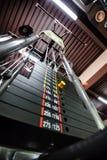 Gewichte in der Turnhallenmaschine Stockbild