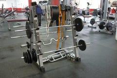 Gewichte in einer Eignungshalle Stockfoto