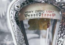 Gewichts-Skala führt Weinleseart Gegenstand einzeln auf stockbilder