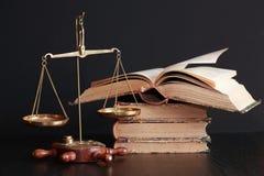 Gewichts-Skala und Bücher Lizenzfreie Stockfotografie
