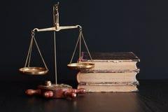 Gewichts-Skala und Bücher Lizenzfreies Stockbild