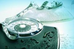Gewichtskala und -tuch lizenzfreies stockbild