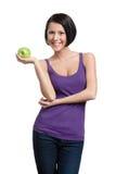 Gewichtungverlustdame mit grünem Apfel Stockfotos