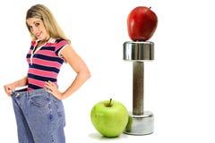 Gewichtverlust-Trainingsäpfel in der Jeansseite Stockbild