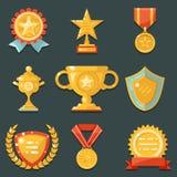 Gewinn-Goldpreis-Symbol-Trophäen-Ikonen eingestellte flache Design-Vektor-Illustration Stockbilder
