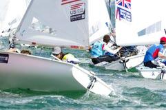 Gewinn ISAF Bouvet u. Mion, der Weltcup Miami in Klasse 470 segelt Stockfotografie