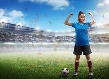 Gewinnender Fußballspieler lizenzfreie stockfotos