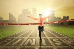 Gewinnendes Rennen des Geschäftsmannes in der Zukunft Stockbilder
