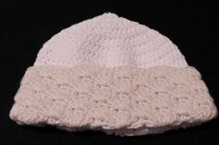Gewirkte Damen Shell Brimmed Hat Stockfoto