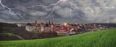 Gewitter über der Festung Lizenzfreie Stockfotografie