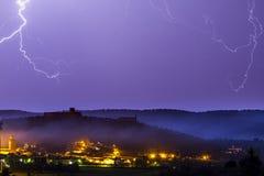 Gewitter über einer alten Stadt Lizenzfreies Stockfoto
