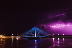 Gewitter über königlicher Brücke Stockfoto