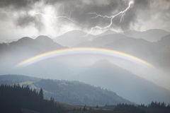 Gewitter in den Karpaten Stockbilder