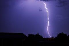 Gewitter im Himmel der Nacht Stockfotos