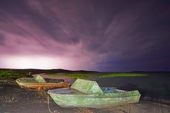 Gewitter mit Blitz auf dem See Lizenzfreies Stockbild