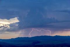 Gewitter mit klaren Blitz-Bolzen Stockfoto