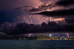Gewitter und Blitz auf dem Schwarzen Meer, Krim Stockfotos