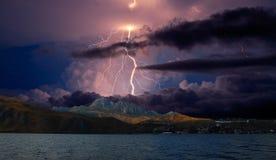Gewitter und Blitz auf den Hügeln, Krim Lizenzfreies Stockbild