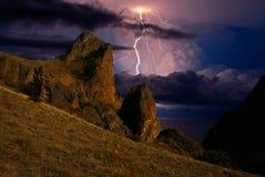 Gewitter und Blitz auf den Hügeln, Krim Lizenzfreies Stockfoto