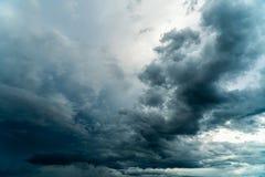 Gewitterhimmel Regenwolken stockfoto