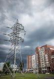 Gewitterwolken über der Stadt stockbilder