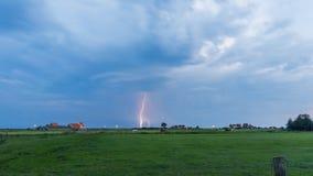 Gewitterwolken über Marken, die Niederlande Lizenzfreies Stockfoto