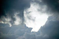 Gewitterwolken. Stockfoto