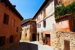 Gewone straat van Spaanse stad Albarracin Stock Foto