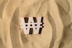 Gewonnenes Zeichen auf dem Sand stockfoto