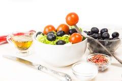 Geworfener Salat Stockfotografie