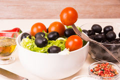 Geworfener Salat Stockfoto