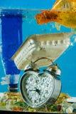 Geworfenes Silber hörte die geformte Uhr, die auf die Unterseite gesetzt wurde stockbilder
