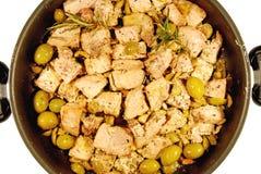 Gewürfeltes Schweinefleisch mit Oliven Lizenzfreie Stockfotografie